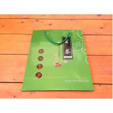 Пакет подарочный бумажный зеленый (белые завитки) 22х27х8,5 см